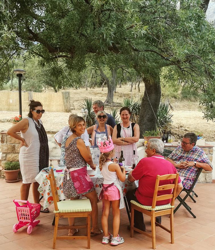 Sicilian-family-meal-tour